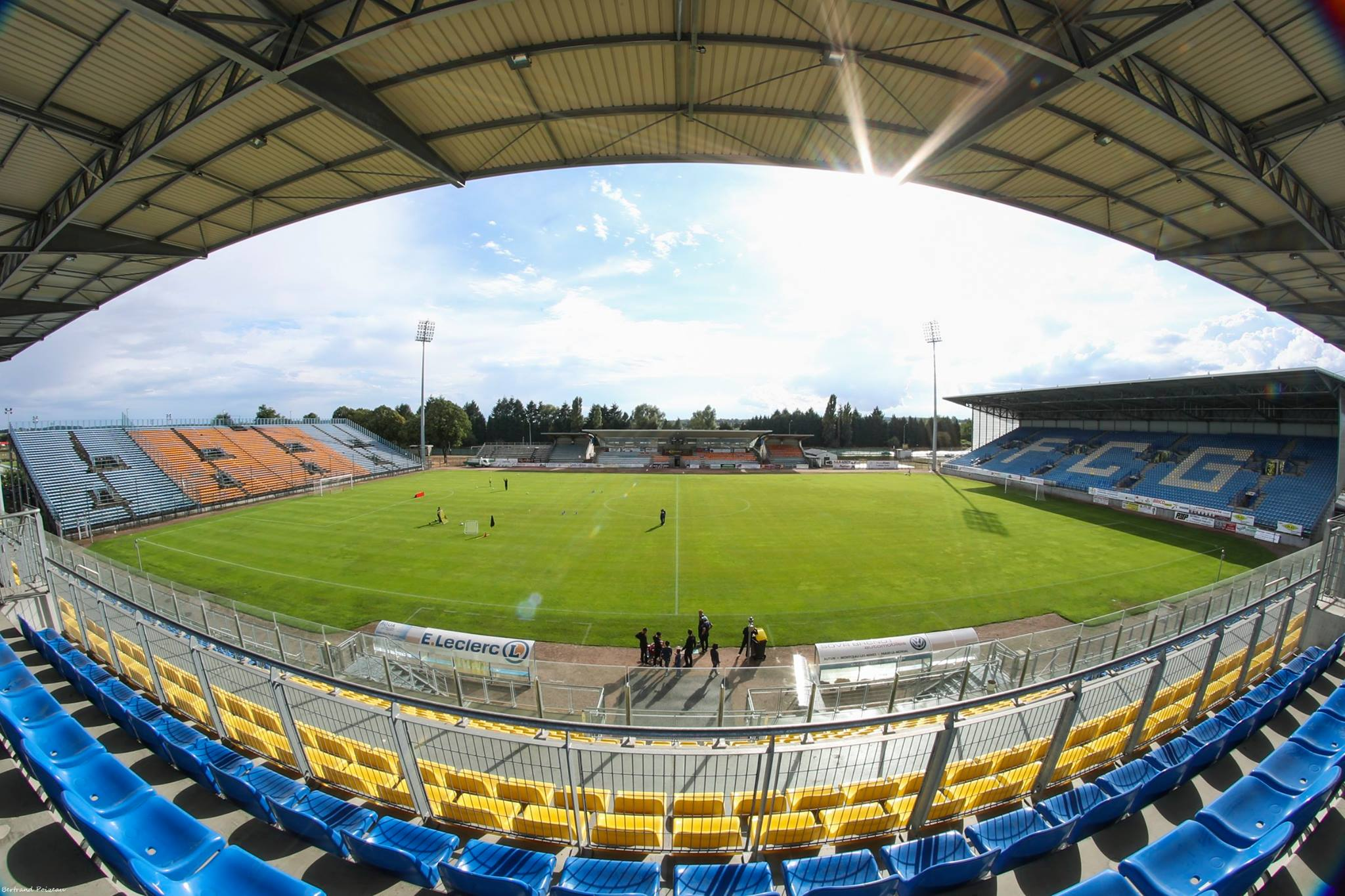 Le stade jean laville football club de gueugnon - Tribune vip stade de france ...